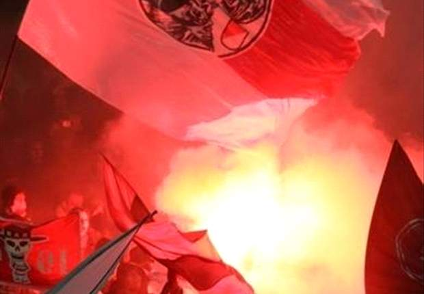 Fans Ajax masih dilarang hadir di Philips Stadium.