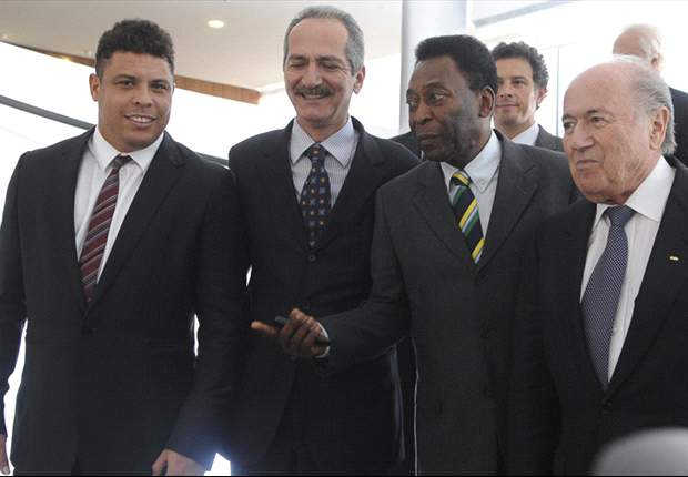 Joseph Blatter defende Ronaldo para presidente da CBF