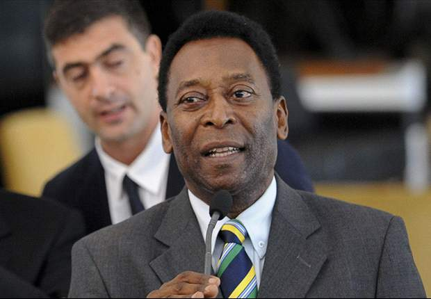 Pele undergoes hip surgery