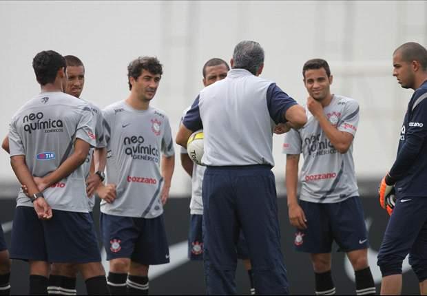 Para Tite, Atlético-MG e Vasco, inevitavelmente, começarão a perder