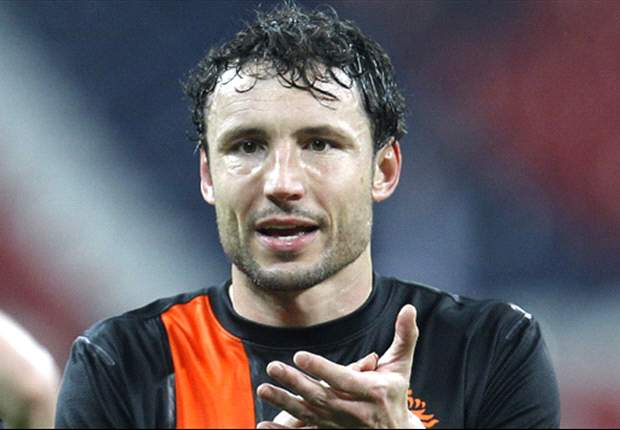 Van Bommel claims Dutch players were subjected to racist chanting during training session
