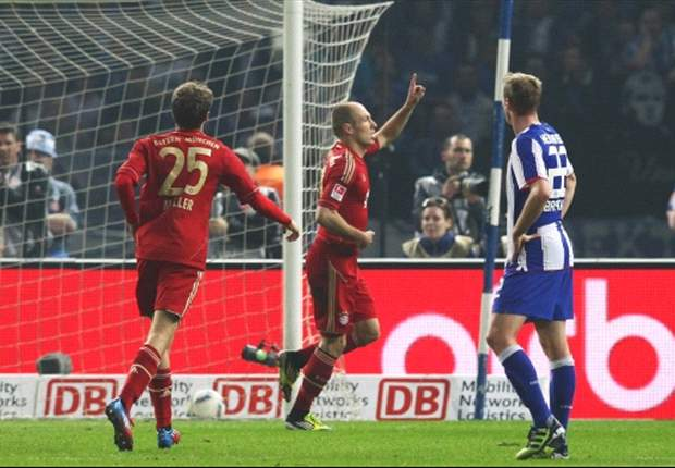 Bayern goleia e segue à caça do Borussia