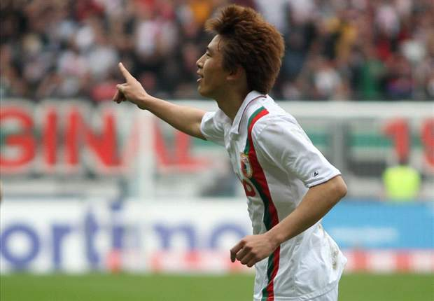 South Koreans abroad: Augsburg's Koo Ja-Cheol nets stunning volley, Ki Sung-Yueng's Scottish League Cup pain