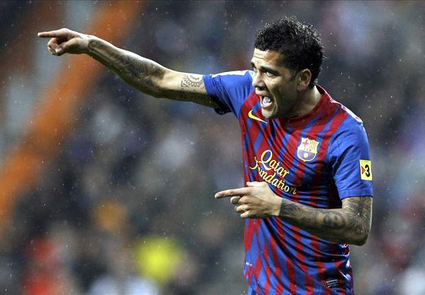 Dani Alves: Referee showed character in awarding penalty for Nesta's tug on Busquets