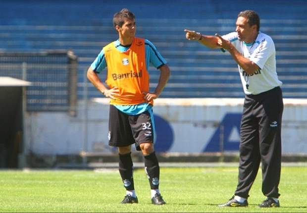 Bertoglio (esq.) e Luxemburgo em treino do Grêmio