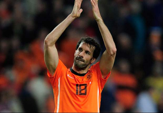 Ruud van Nistelrooy announces retirement