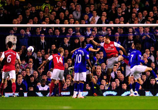 Everton 0-1 Arsenal: Vermaelen header ensures Gunners take advantage of Tottenham slip to climb to third