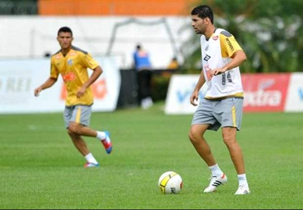 Santos confirma dispensa de três jogadores