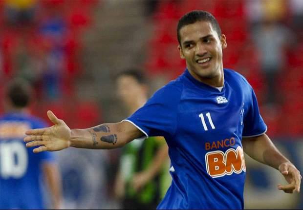 Cruzeiro prolonga vínculos de Anselmo Ramon e Diego Renan