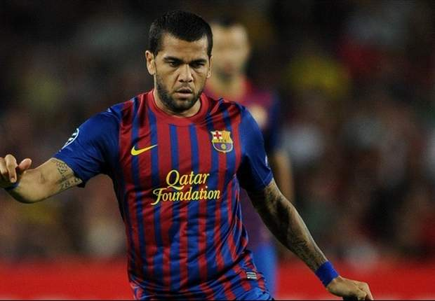 Dani Alves to miss Copa del Rey final after breaking collarbone