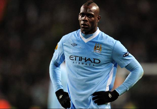Manchester City to bring forward Balotelli contract talks