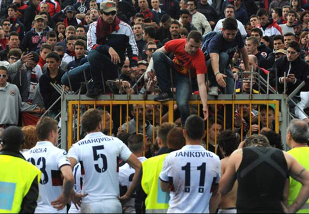 Genoa supporters halt match against Siena