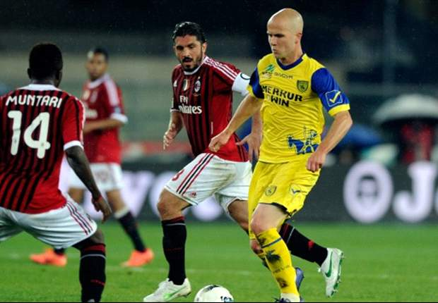 Chievo 0-1 AC Milan: Below-par Rossoneri dig deep to go top of Serie A thanks to Muntari's first-half strike