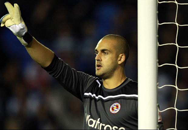 Australian goalkeeper Adam Federici sticks with Reading