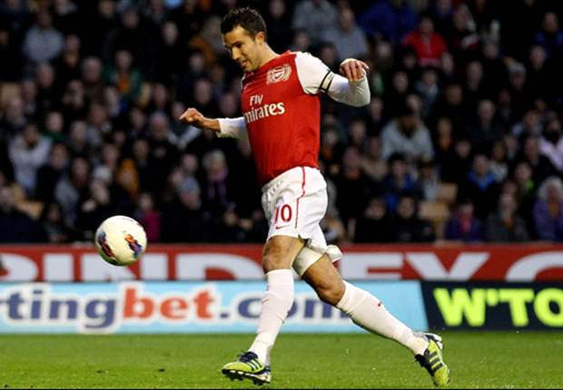 Wolves 0-3 Arsenal: Van Persie & Walcott strikes set up easy victory as Gunners add to misery for 10-man hosts