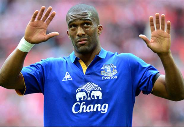 Everton defender Distin unconcerned by Premier League milestone