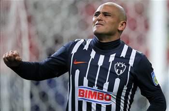 El chileno Humberto Suazo sería el mejor pagado de México