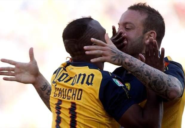 Montenegro jokes about America kiss: Benitez & Vuoso love each other