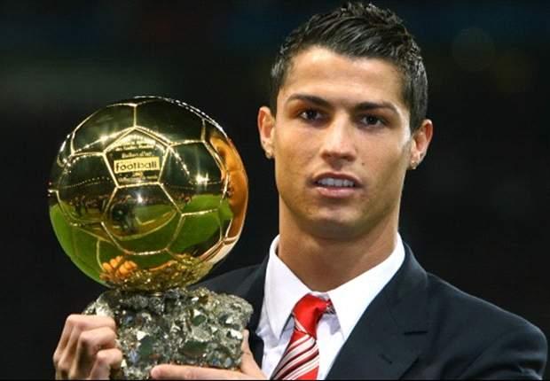 Cristiano Ronaldo y el Balón de Oro que alcanzó en 2008 por encima de Leo Messi