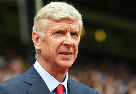 Wenger hits back at Neville & Carragher