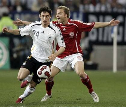 Lars Jacobsen, Roberto Hilbert: Germany - Denmark (AFP)