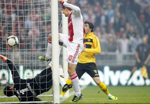 Ajax 2-0 VVV: Siem de Jong double sends hosts to second consecutive Eredivisie title