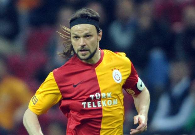 Galatasaray's Ujfalusi out for 4-5 months