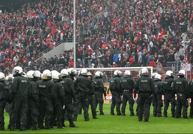 1. FC Köln: Fünfter Abstieg in 15 Jahren - Fans randalieren