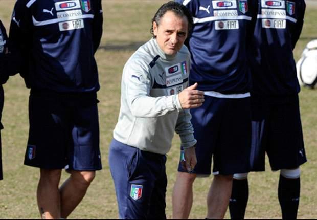 Prandelli 'va a Canossa' e copia il modulo della Juve di Conte, ma nello spogliatoio azzurro non tutti sono contenti...