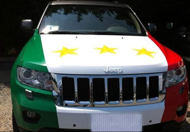 Quanti scudetti ha la Juve? Non chiedetelo a De Ceglie, basta vedere la sua macchina: E' tricolore e con tre stelle!