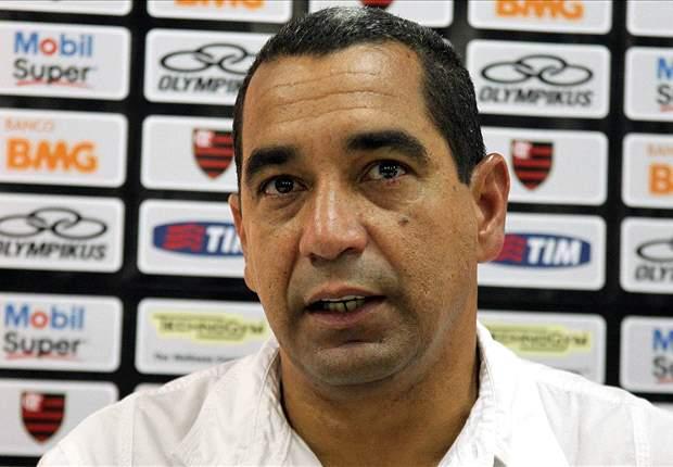 Zinho lamenta saída de Adriano do Flamengo