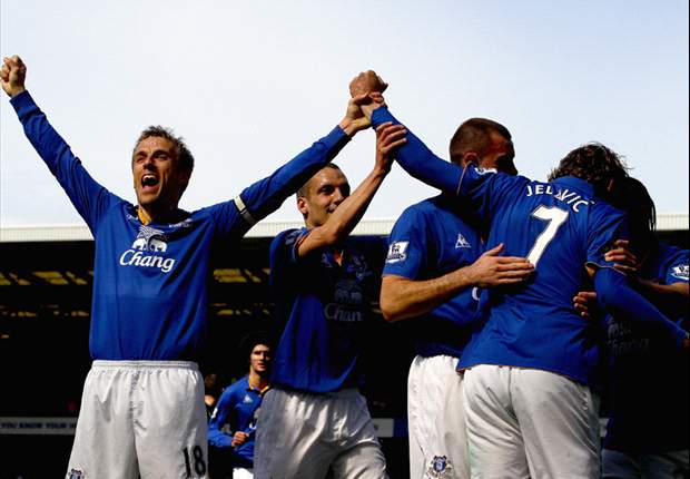Phil Neville: Everton Targetkan Zona Eropa