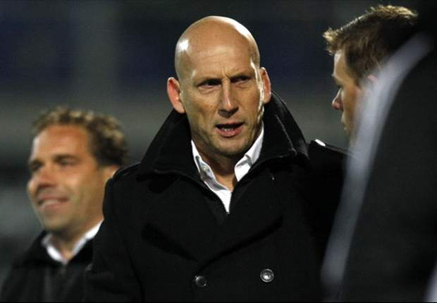 Stam: Sir Alex Ferguson asked me to leave Manchester United at a petrol station