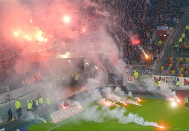 Frust nach Abstieg: Hertha-Anhänger zerstören Zugwaggon