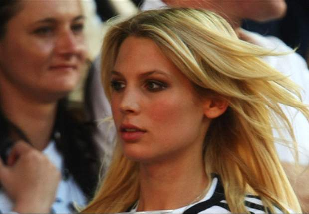 Shakira, Sara Carbonero & the Top 10 WAGs of Euro 2012