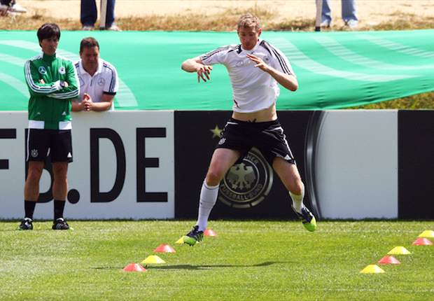 Per Mertesacker zurück im Mannschaftstraining