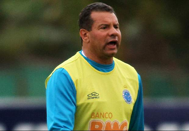 Celso Roth admite despedida do Cruzeiro