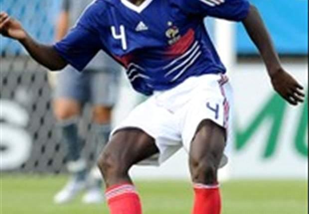 Mapou Yanga-Mbiwa firma con el Newcastle