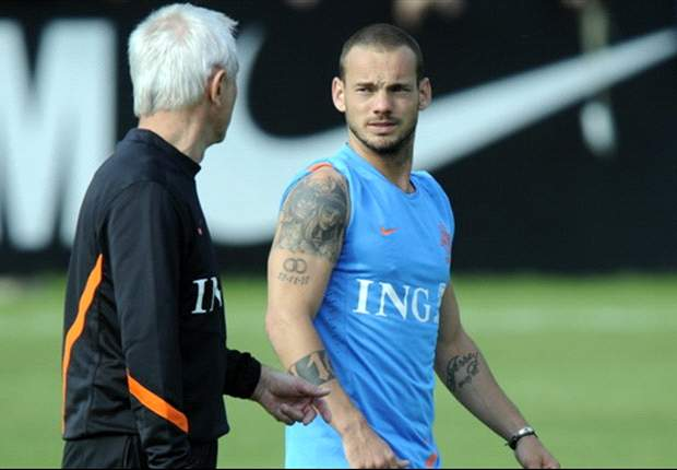 Netherlands duo Mathijsen and Sneijder available for Germany clash - report