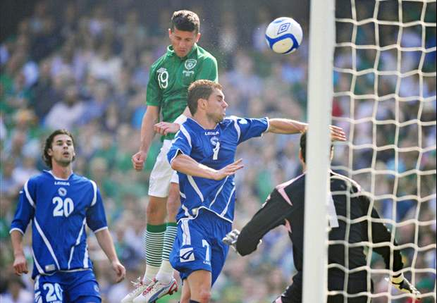 All smiles for Long, Keane & McClean as Ireland jet off for Euro 2012 camp from sunny Dublin