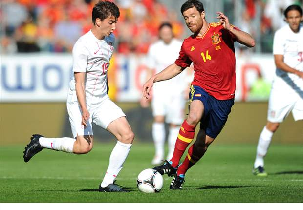Spain 2-0 Serbia: Adrian and Cazorla give Del Bosque's experimental side positive start to Euro 2012 preparations