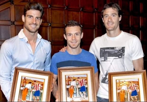 El Athletic homenajea a Koikili Lertxundi, Igor Gabilondo y Aitor Ocio tras su marcha del club