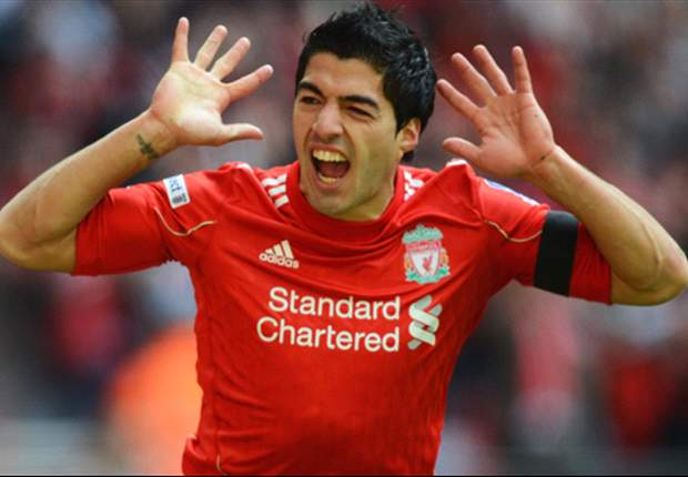 Suarez playing handb