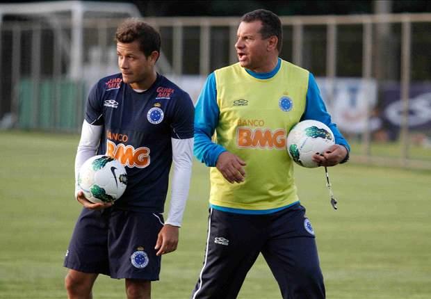 Presidente do Cruzeiro pressiona Celso Roth e fala de possível demissão