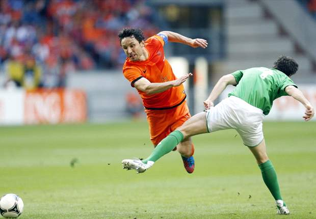 Netherlands can win Euro 2012, says Van Bommel
