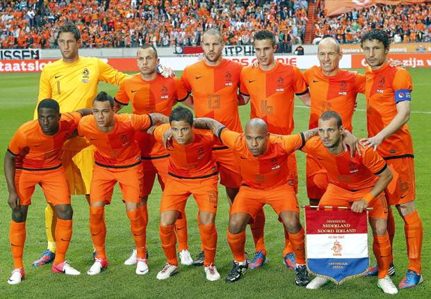 Sneijder expects Van der Vaart, Huntelaar and Kuyt to get Netherlands chance at Euro 2012