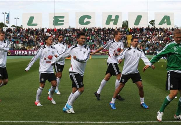 Uefa attempts to crack down on racism at Euro 2012 public training sessions
