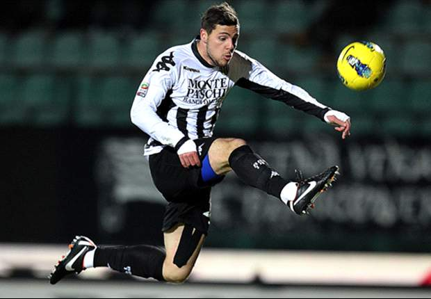 Juventus close in on Destro