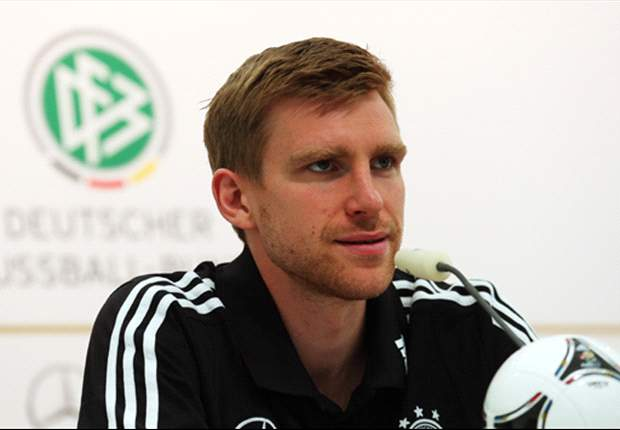 Mertesacker hoping Van Persie knowledge will hand him starting berth against Netherlands