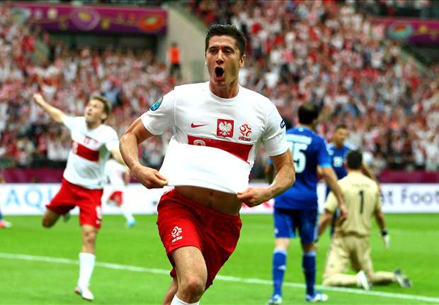 Poland striker Lewandowski sends warning to Hart and England